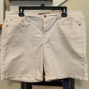 Women's white Levi's jean shorts